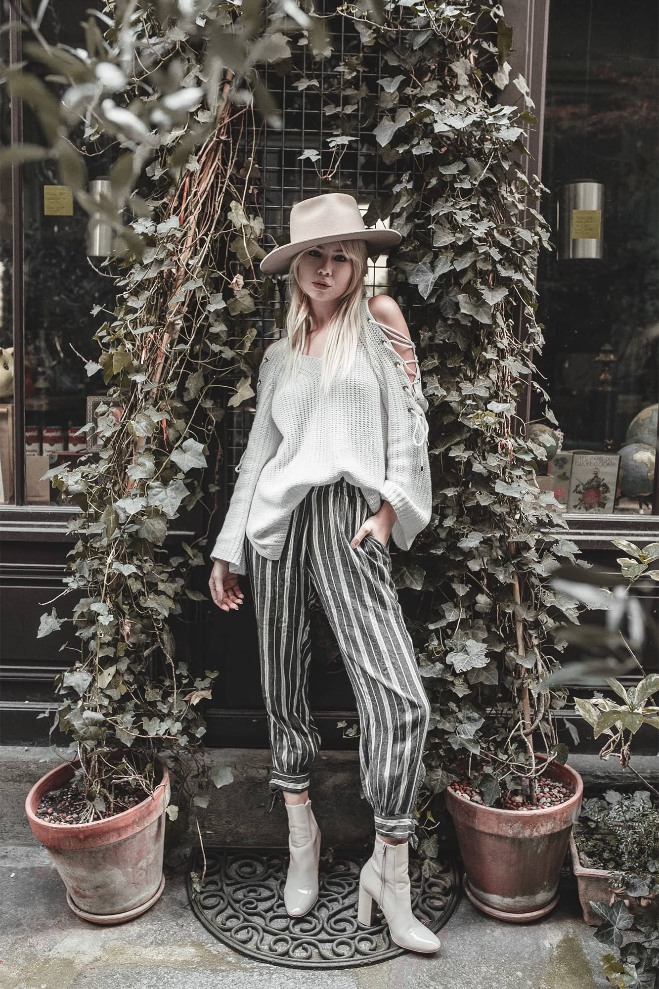 sarah loven wears comfy chic style in Paris