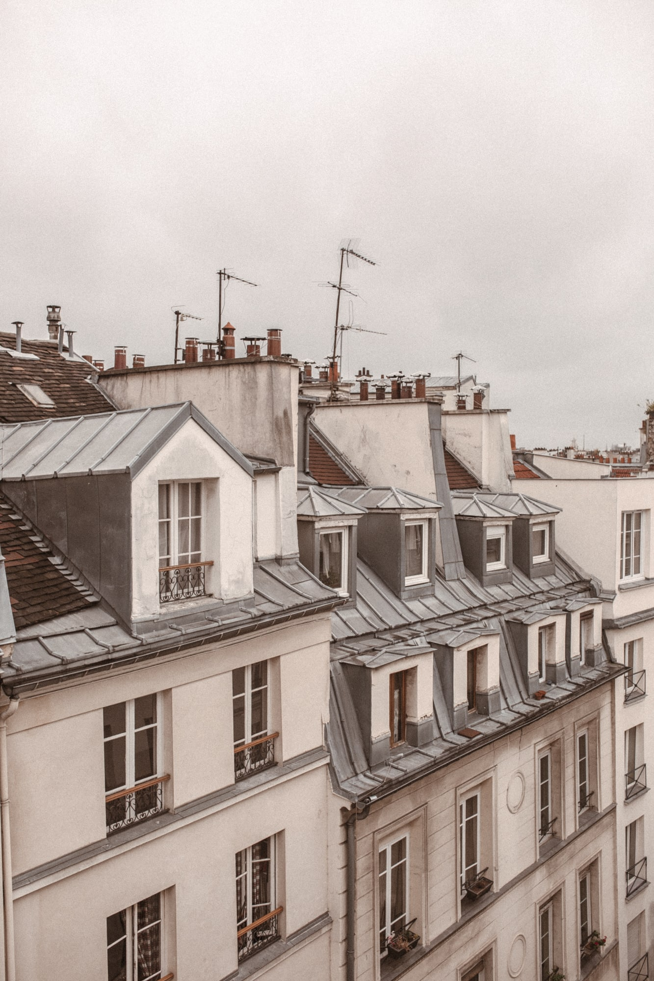 Sarah Loven - Jetsetlust.com // Hotel Bonne Nouvelle // Paris Travel Guide: Where to Stay