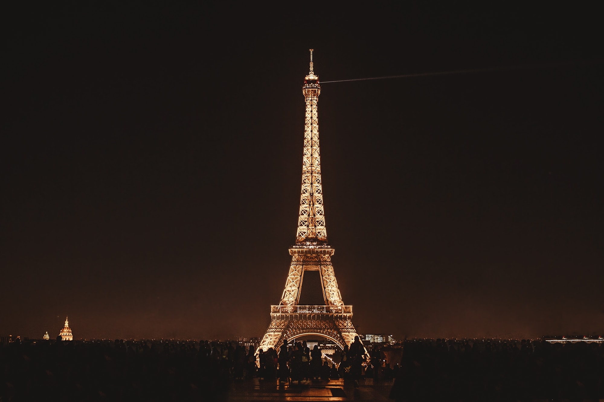 Eiffel Tower at night plateau