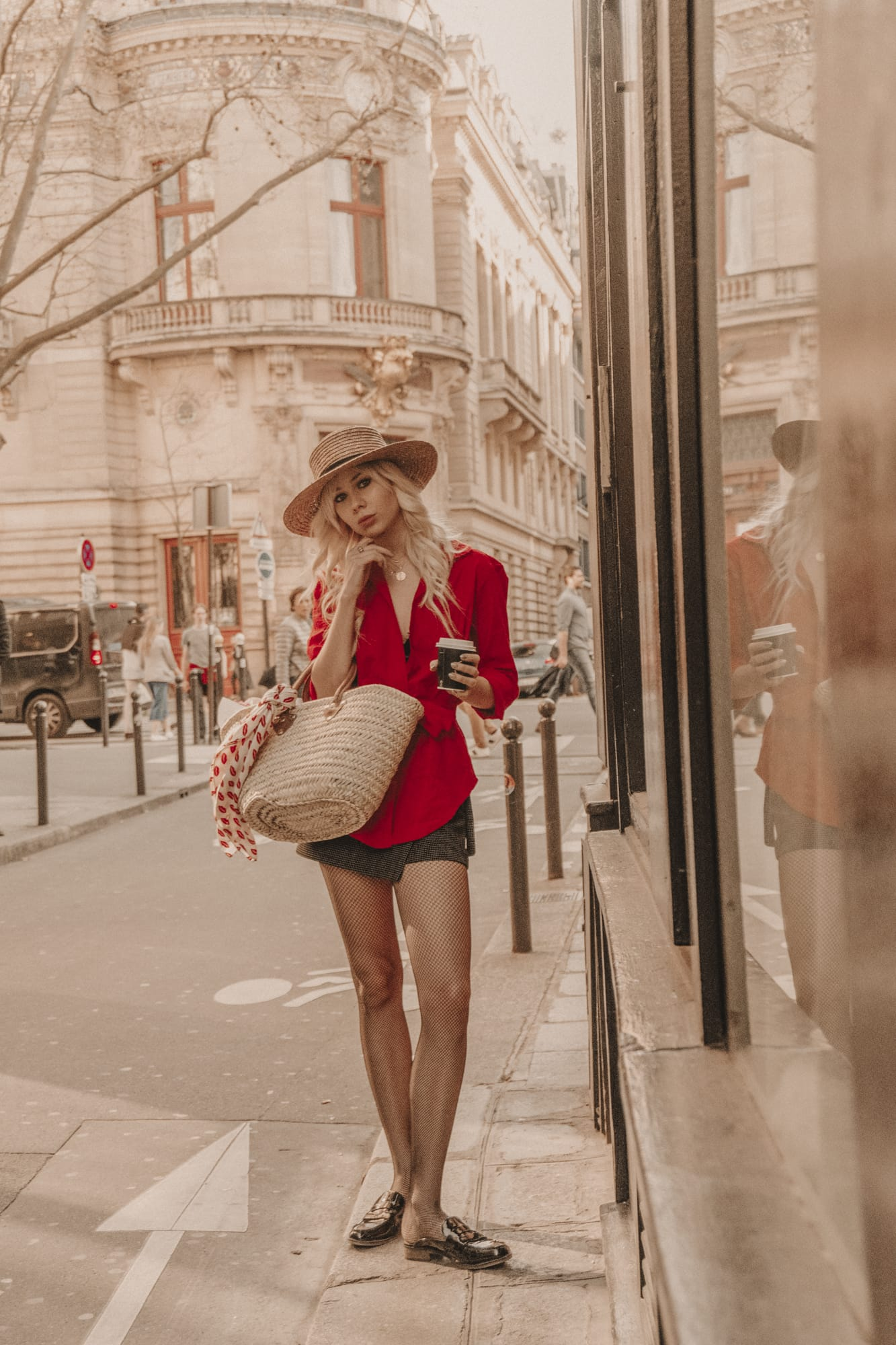 Sarah Loven, Jetset Lust, coffee in Paris