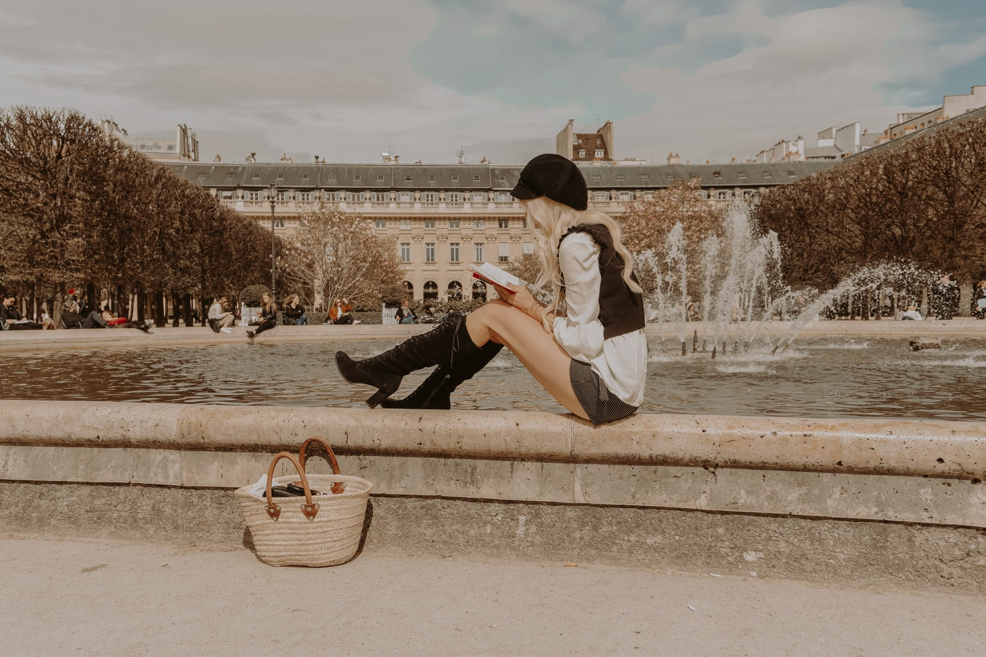 reading by the fountain, Palais Royal